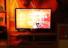 Com ilusões projetadas em tempo real, o IlumiRoom transporta a experiência de jogo para toda a sala de estar